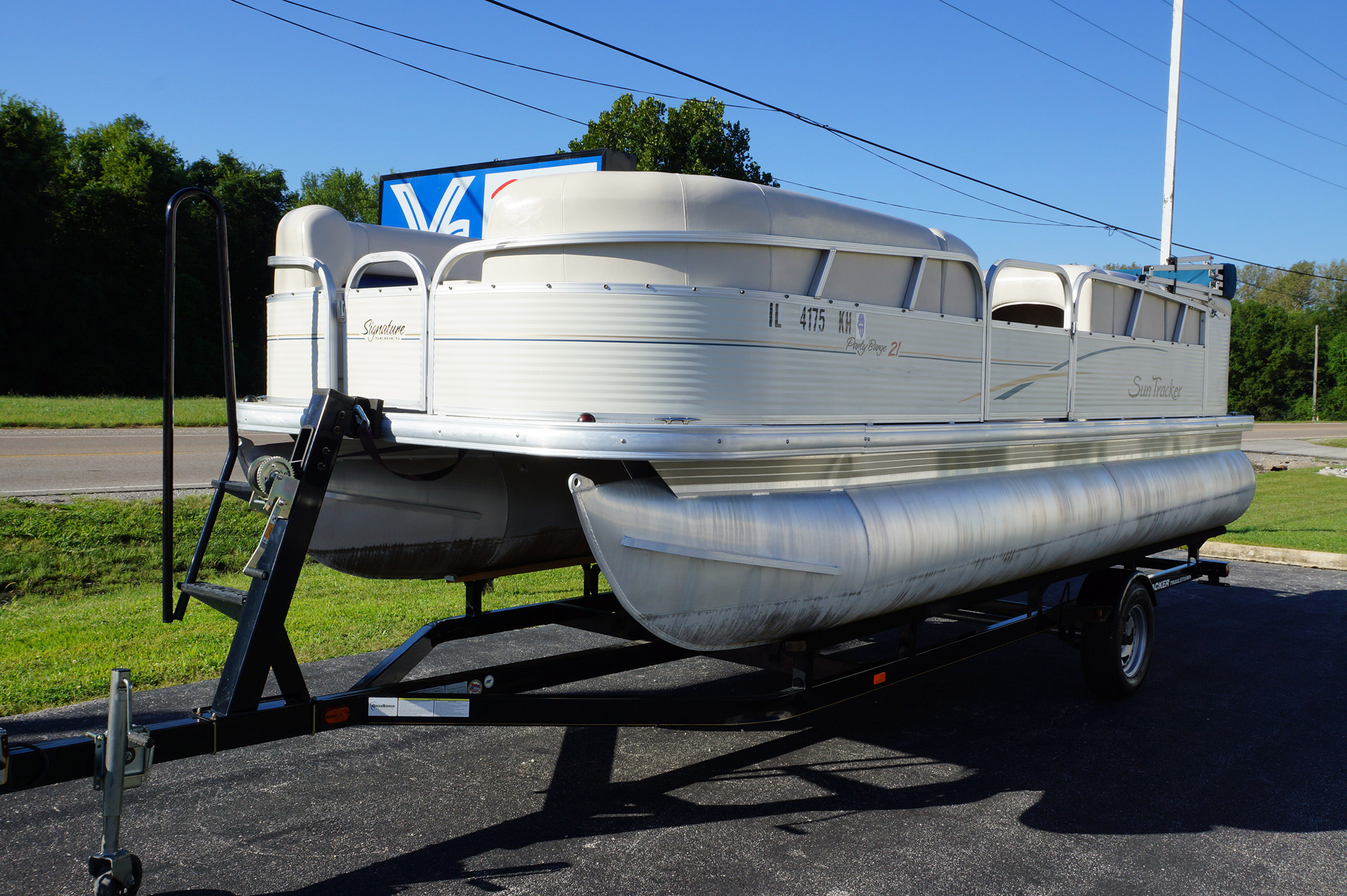 2010-tracker-party-barge-21-12