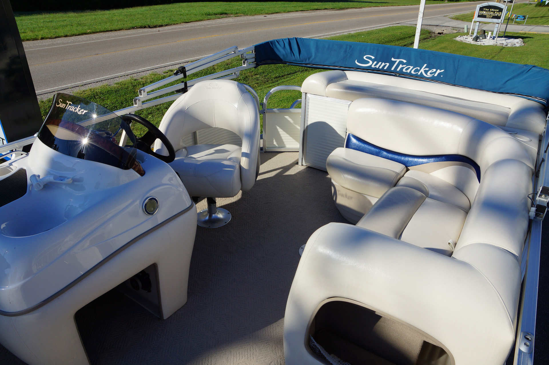 2010-tracker-party-barge-21-14