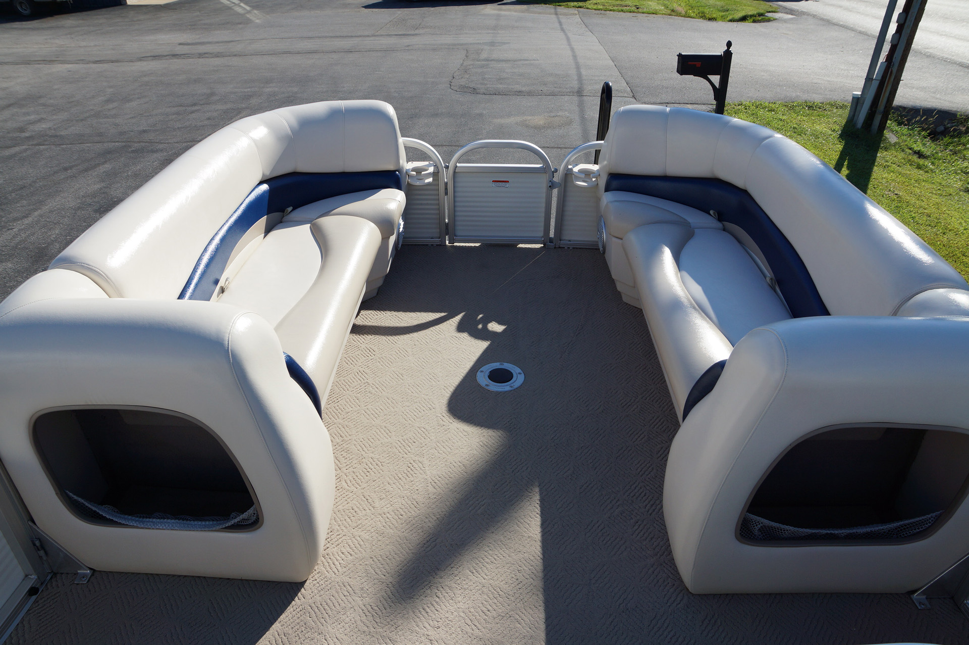 2010-tracker-party-barge-21-16
